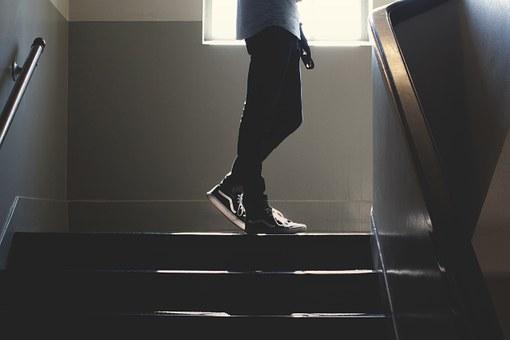 ¿Necesitas vender tu piso pero no tiene ascensor? ¡Dales otros motivos para comprar! – Home Staging.
